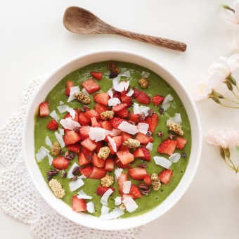 Sweet & Creamy Green Smoothie Bowl