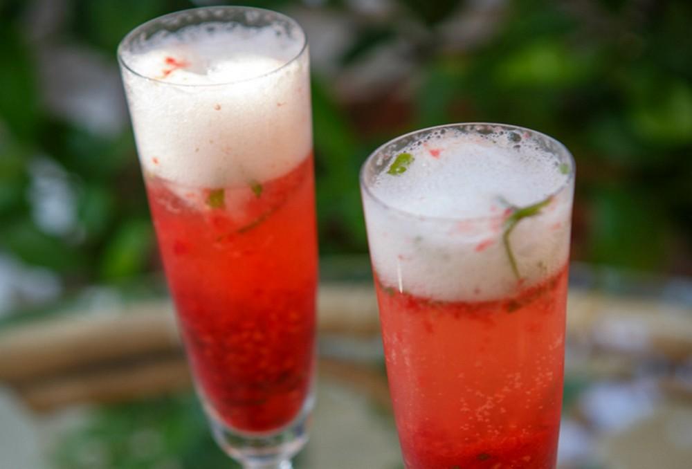 Raspberry Gin Bellini Cocktail