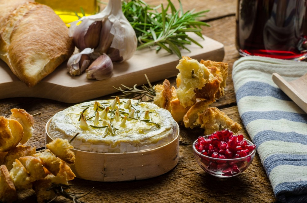 Gooey Baked Christmas Camembert