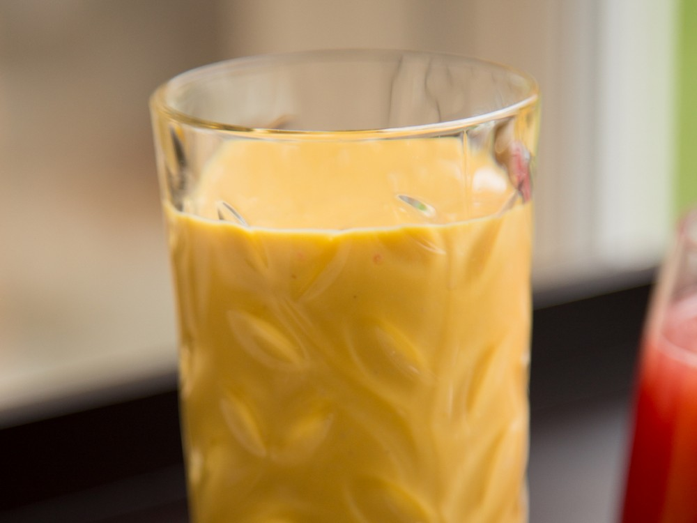 Refreshing Mango Smoothie with Cardamom