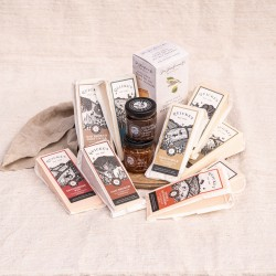 Quickes Favourites Extra Large Cheddar Tasting Box