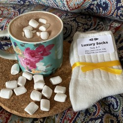 Luxury Letterbox Gift Hot Chocolate Veggie Mallows & Lambswool Socks