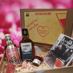 Cocktail in a box - Strawberry Daiquiri - valentines edition ingredient box