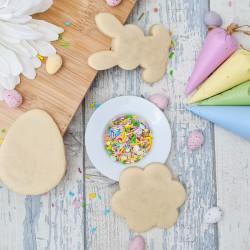 DIY Cookie Decorating Mini Kit - Decorate Your Own Easter Themed Biscuits, 3 Vanilla Biscuits