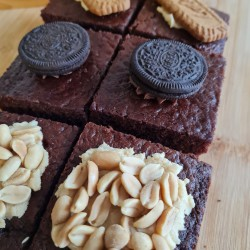 Vegan Mixed Box of Vegan Traycakes | Biscoff, Oreo and Peanut Butter (Box of 6)