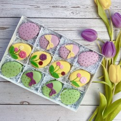 Easter Egg Macarons with Flowers