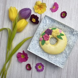 Big Mother's Day Wreath Macaron with Flowers