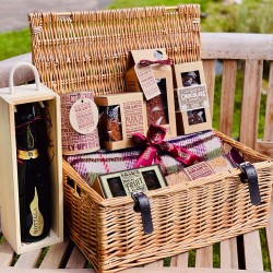 Wedding Picnic Basket with Blanket, Prosecco and Treats