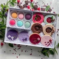 Summer Luxury Picnic Biscuit & Macaron Grazing Box