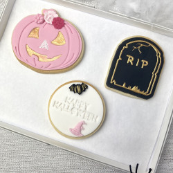 Pink-Black-White Halloween Biscuit Set