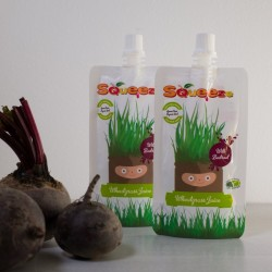Squeeze Wheatgrass with Beetroot Juice