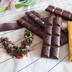 6 Vegan Organic Chocolate Trail Mix Bars (Soya and Gluten Free)