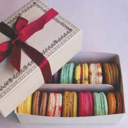 Macaron Selection Box of 12