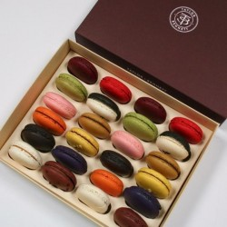 T+B Box of 24 Macarons
