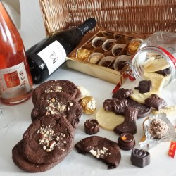 Assorted Organic Chocolates, Cookies & Champagne Wicker Hamper - For 2-3 people (Soya & Gluten Free)