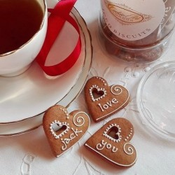 Personalised Heart Gingerbread Bites and Tea Jar set