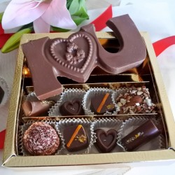 Valentines Vegan Organic Assorted Chocolate Box & I Love You Bar (Soya & Gluten Free)
