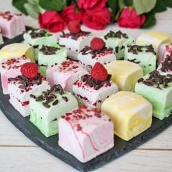 Marshmallow Luxury Gift Box (Selection of 6 flavours, Raspberry, Lemon, Coconut, Pistachio, Mint, Rosewater)