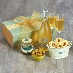 NIBBLES AND ORGANC PROSECCO HAMPER