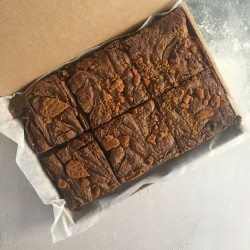 Vegan Lotus Biscoff Brownies