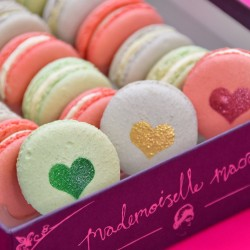 Mother's Day Gin Macaron Gift Box