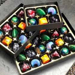 Vegan Chocolates   Seasonal Selection Box (12 Bonbons)