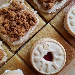 Mixed Box of Vegan Traycakes | Biscoff and Jammie Dodger (Box of 6)