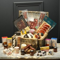 The Cheese & Charcuterie Lovers Gift Set Luxury