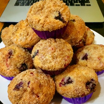 Blueberry and White Chocolate Muffins With a Cinnamon Topping