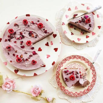 Raw Vegan Berry Chocolate Cheesecake