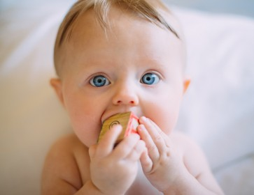 Baby Led Weaning: Best Foods To Introduce To Your Baby