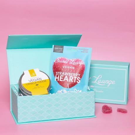 Vegan Vanilla Fudge And Heart Gummies Gift Set. Plastic-free.