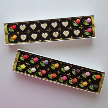 Roses & Ivy - delightfully decorated chocolates in a choice of colours