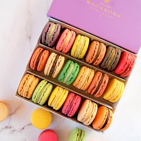 18 Classic Macarons