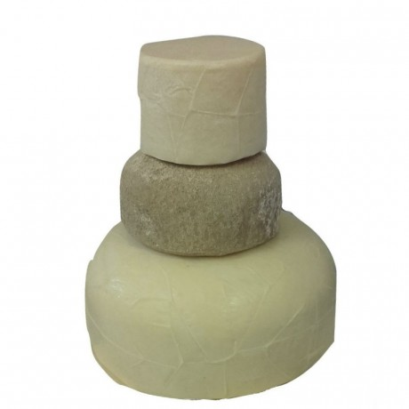 Please note that the cake with be supplied like this: we recommend that you stack the layers as shown in this image