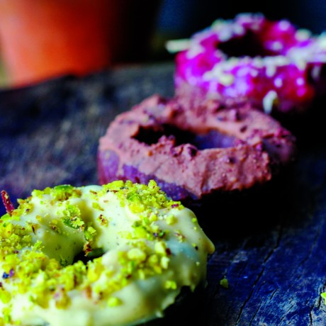 raw vegan doughnuts || ginger and peach