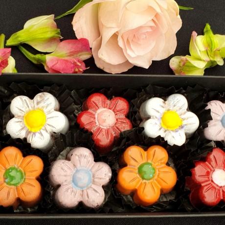 The English Garden - 12 Floral Caramel Creams