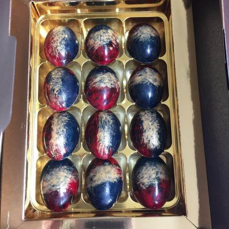 Box of 12 oval chocolates