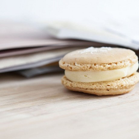 Mini Kit Salted Caramel Macarons