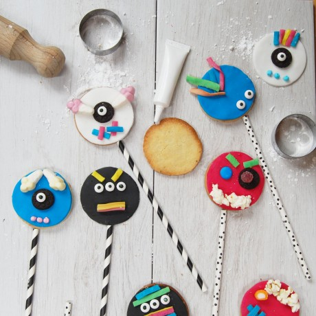 Scary faces Biscuit pops
