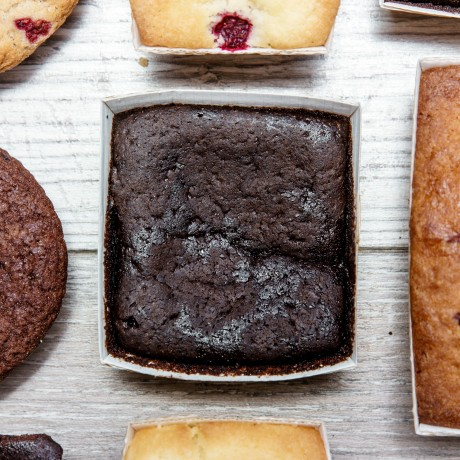 Delicious and impossibly rich gluten free brownies, with no added sugar.