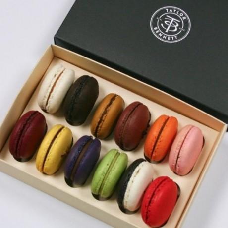 T+B Box of 12 Macarons