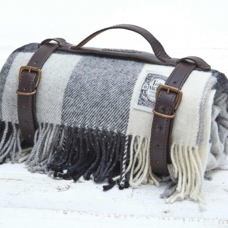 Posh Picnic Rug - Black & White