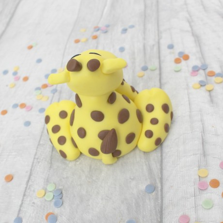 Edible giraffe cake topper