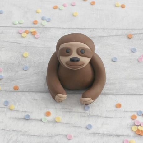 Edible sloth cake topper