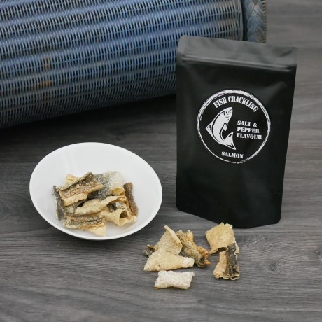 30g bag Dried Salmon Fish Crackling Chips with Salt & Pepper