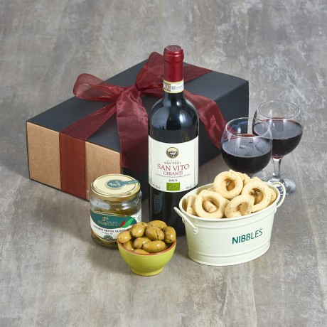 NIBBLES AND ORGANIC RED WINE HAMPER
