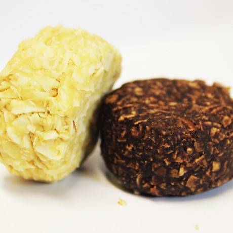 Raw Coconut and Chocolate Macaroons (5 packs)
