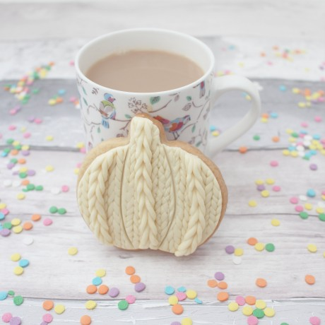 Knitted style pumpkin cookie
