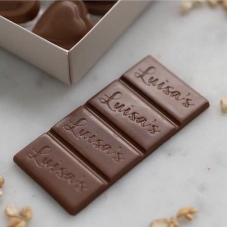 Vegan Milk Chocolate alternative / Casholate bar made from Cashew nuts
